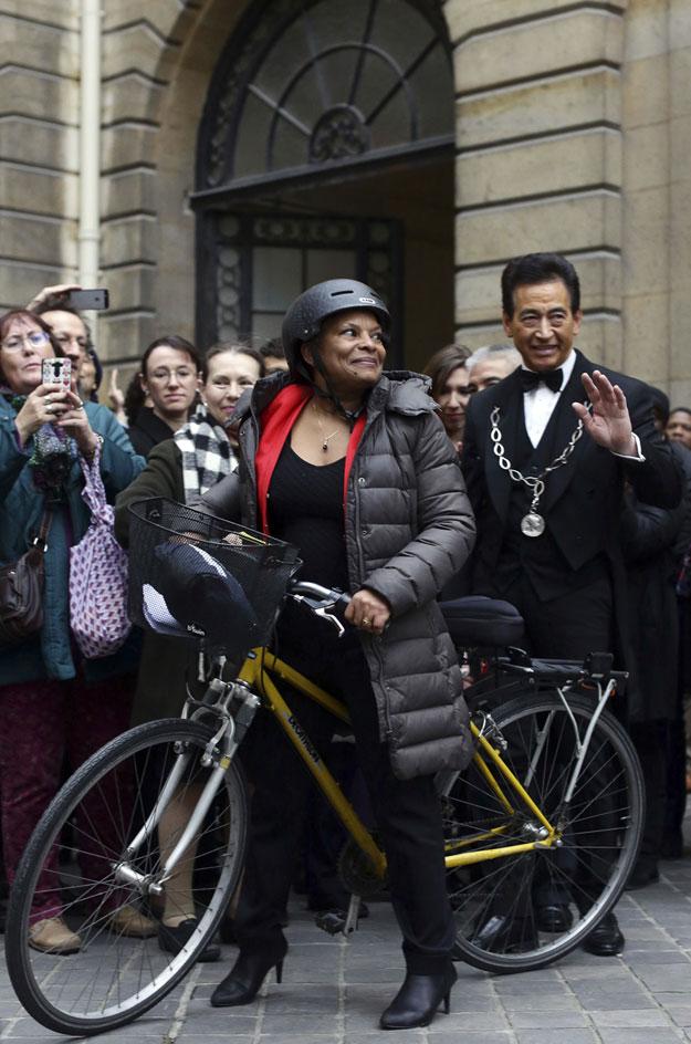 Christiane Taubira à vélo après sa démission