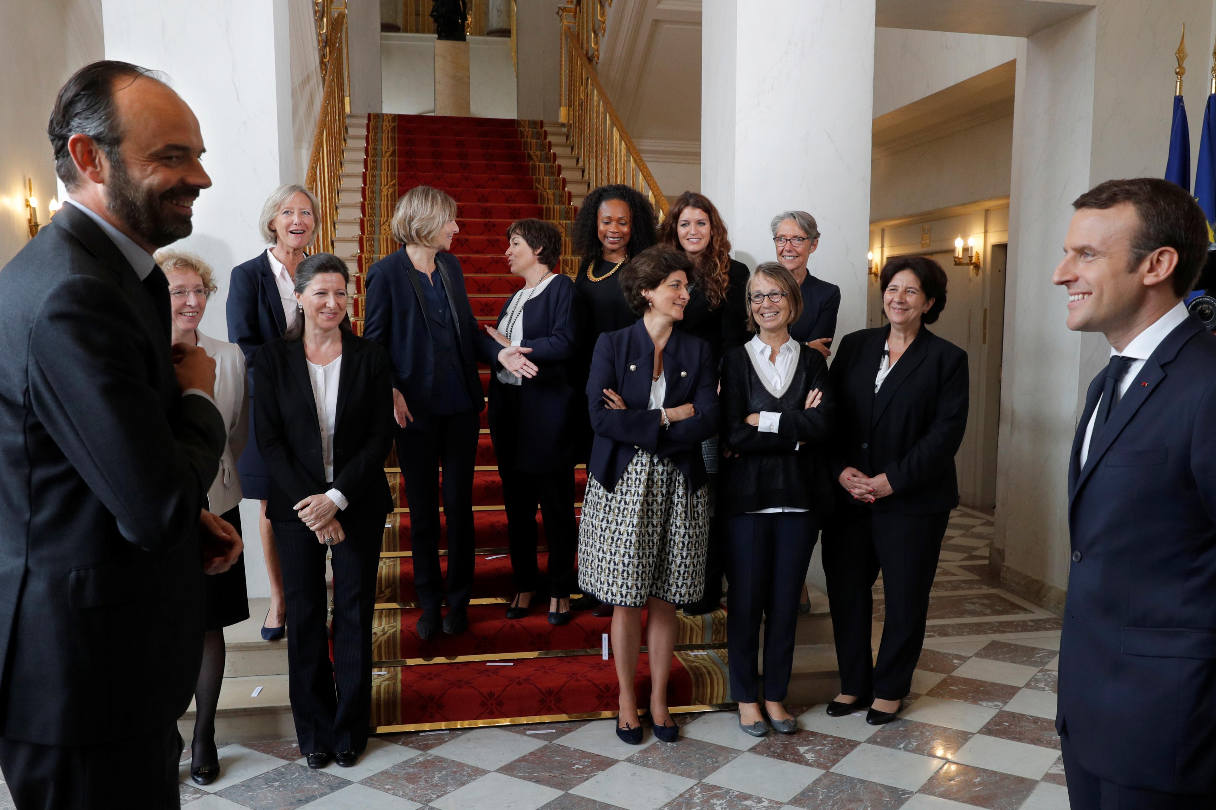 Edouard Philippe et Emmanuel Macron avec les femmes ministres
