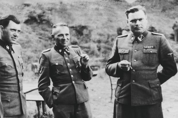 Un fil de discussion en mémoire des millions de victimes des nazis - Page 13 Hoess_inside_full_content_pm_v8