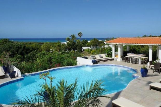 Plus de la semaine a louer la villa pamplemousse des balkany for Piscine 20000 euros