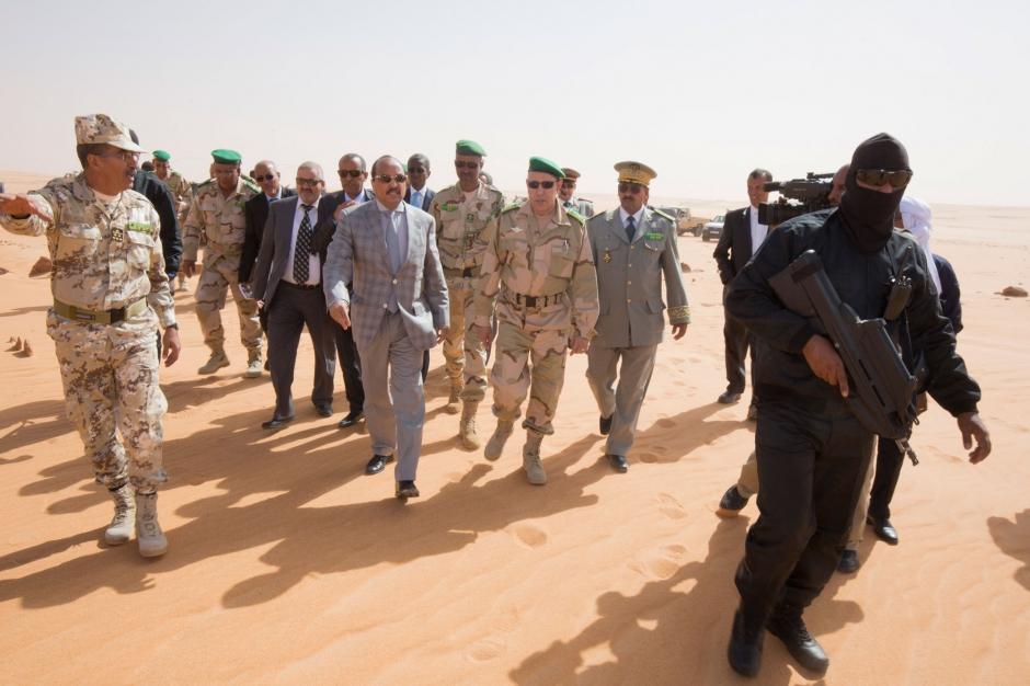 """Avec le président Aziz dans la """"zone rouge"""" du désert"""