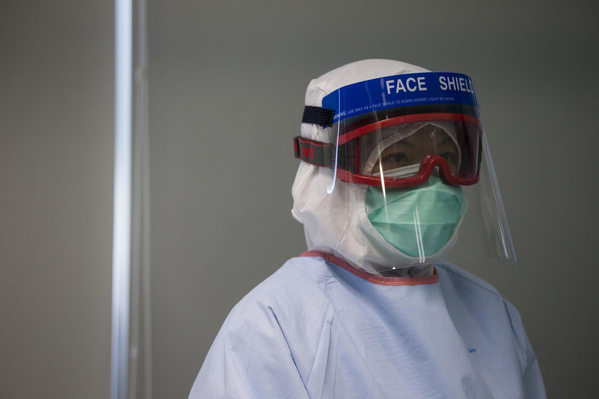 ebola le monde est en train de perdre la bataille. Black Bedroom Furniture Sets. Home Design Ideas