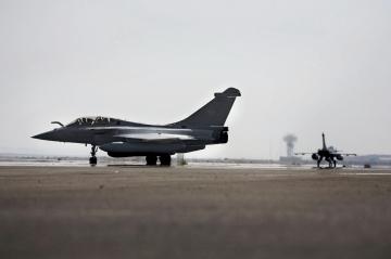 une coalition de 40 pays irak la france passe a lattaque