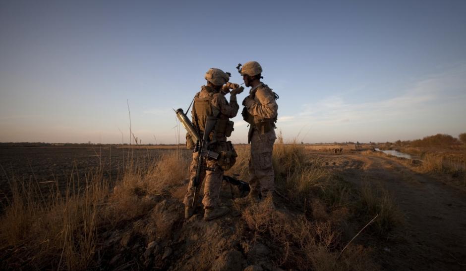Sexe entre militaires homosexuels - gaytagnet