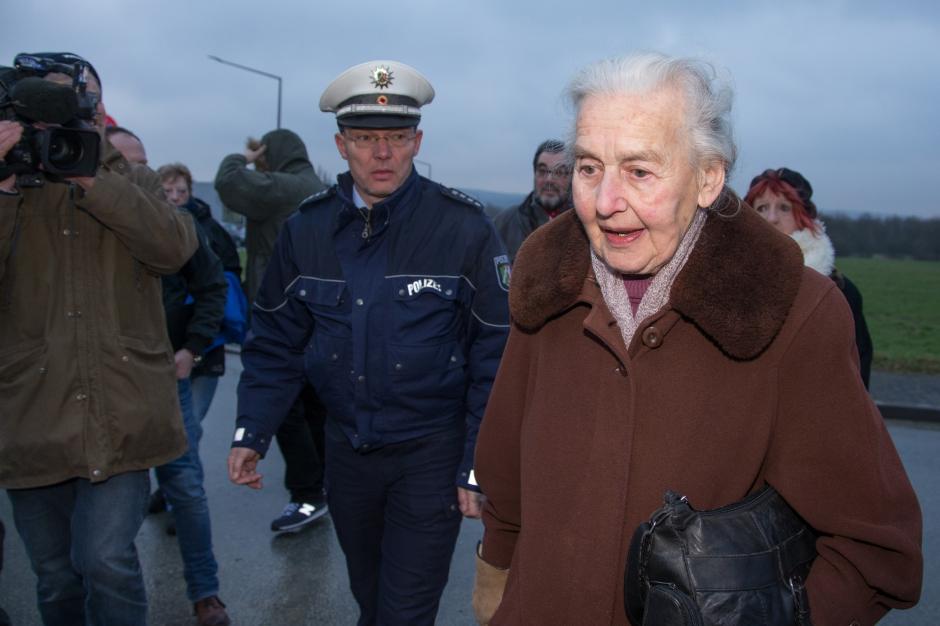 Un fil de discussion en mémoire des millions de victimes des nazis - Page 13 La-mamie-nazie-n-assistera-pas-au-proces_article_landscape_pm_v8