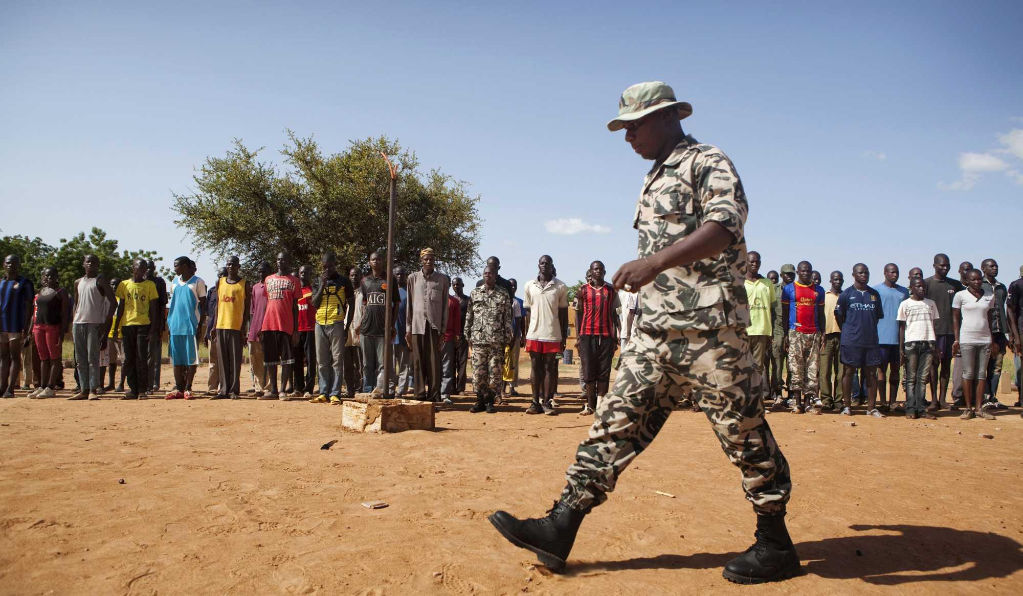 http://cdn-parismatch.ladmedia.fr/var/news/storage/images/paris-match/actu/international/les-casques-bleus-au-secours-du-mali-161316/1687872-1-fre-FR/Les-Casques-bleus-au-secours-du-Mali.jpg