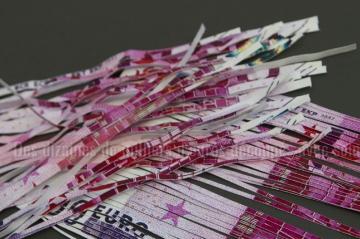 Les WC d'une banque suisse bouchés par des billets de 500 euros !