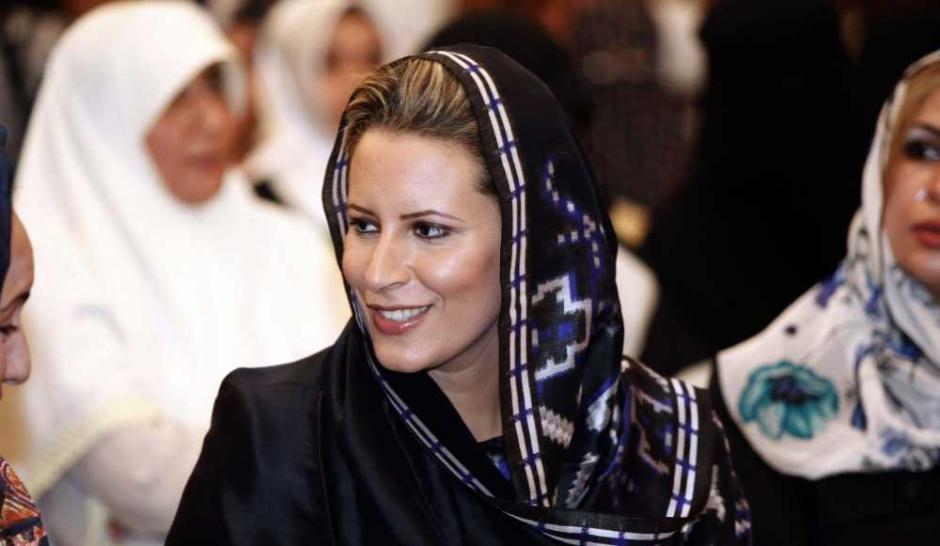 Aïcha Kadhafi au secours de son père