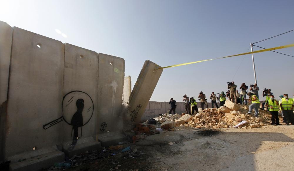 apr s le mur de berlin le mur de palestine. Black Bedroom Furniture Sets. Home Design Ideas