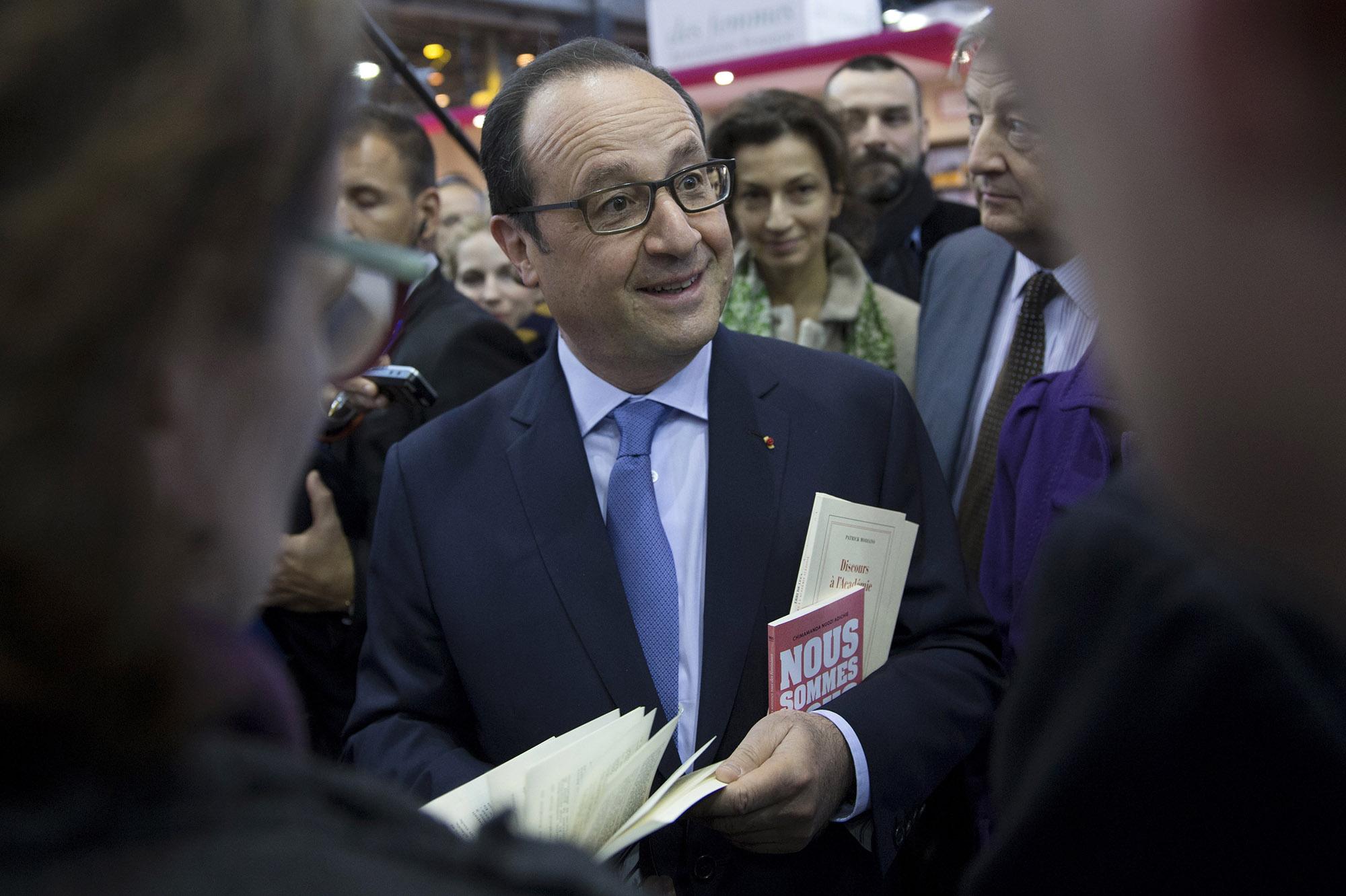 Fran ois hollande visite au salon du livre for Salon du livre politique