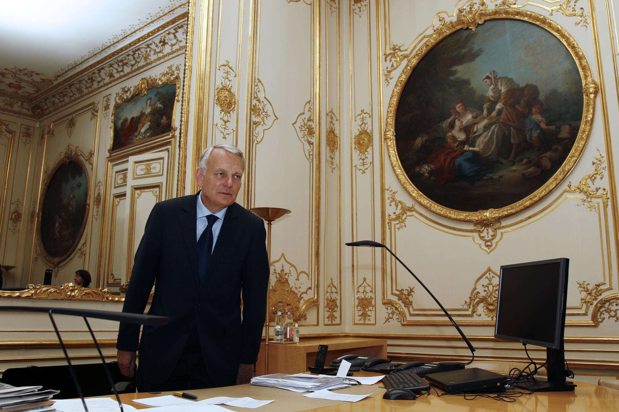 jean marc ayrault le bureau vide de l 39 ex premier ministre paris match. Black Bedroom Furniture Sets. Home Design Ideas