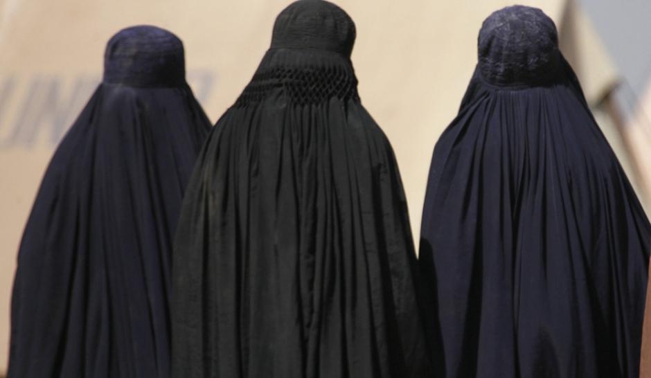 burqa une cagnotte pour payer les amendes. Black Bedroom Furniture Sets. Home Design Ideas