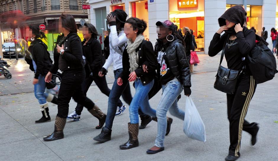 Les-bandes-de-filles-occupent-la-rue_article_landscape_pm_v8