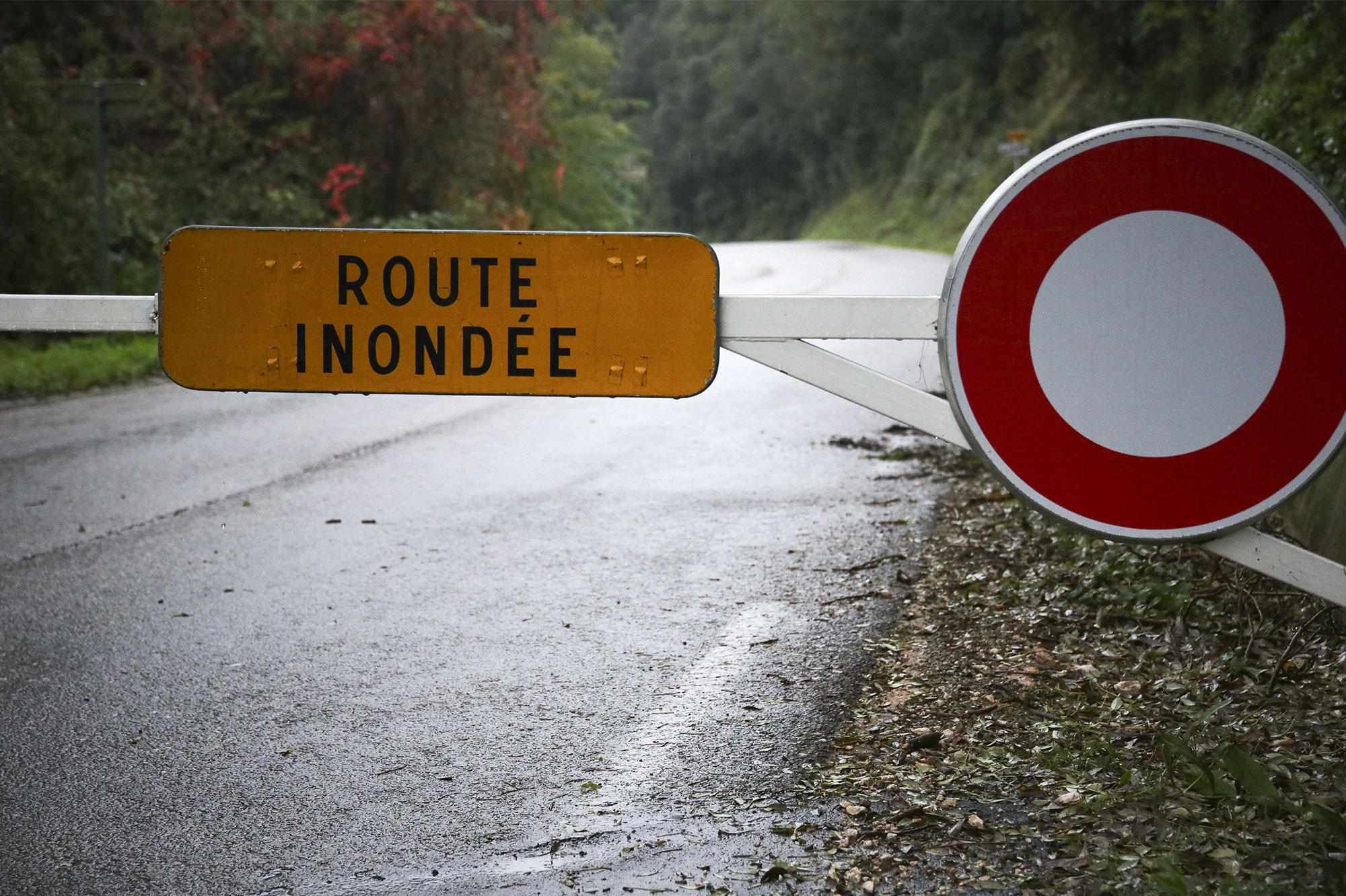 Les intempéries font cinq morts dans le sud - Paris Match