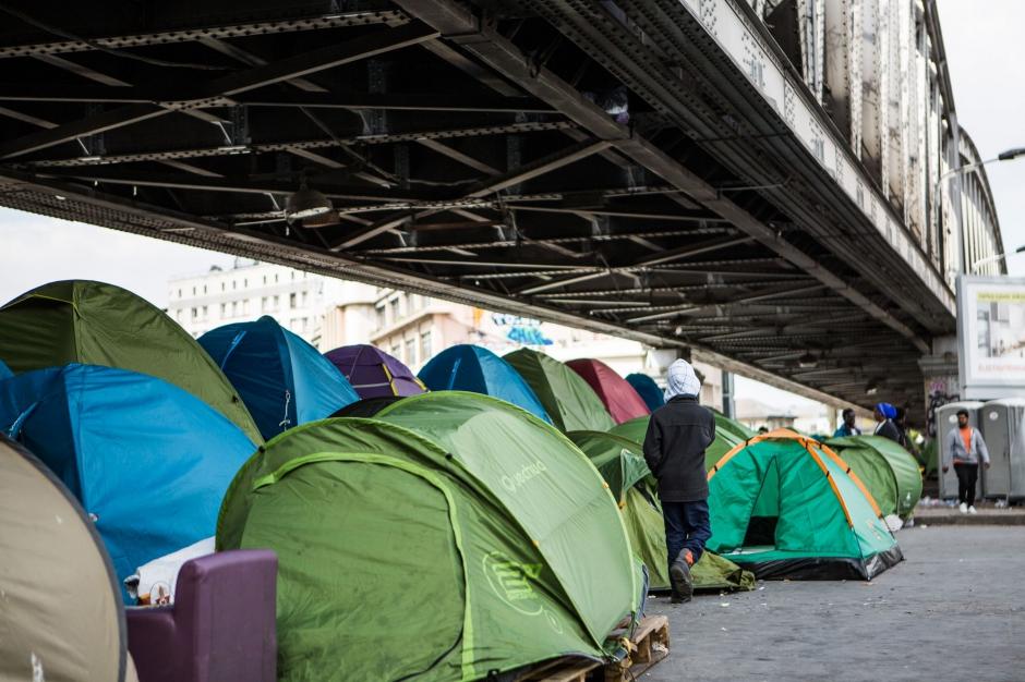 Paris les migrants de la porte de la chapelle vacu s - Port de la chapelle paris ...