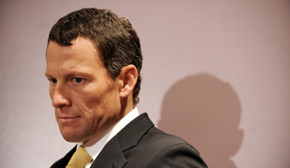 Lance Armstrong, le mythe se fissure