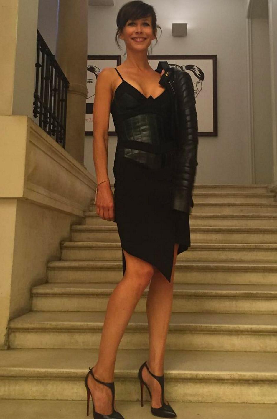 Francesca chante avec maxi dresses