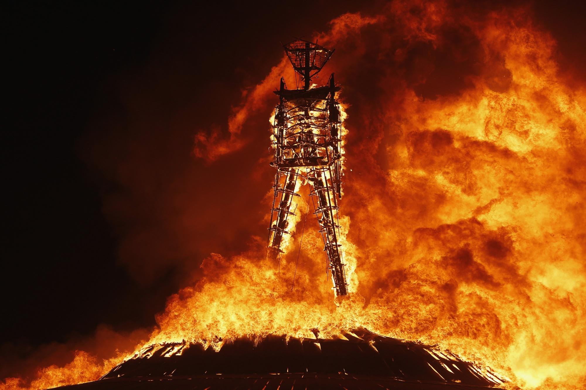 La fin du festival le feu emporte burning man for Porte sur le feu
