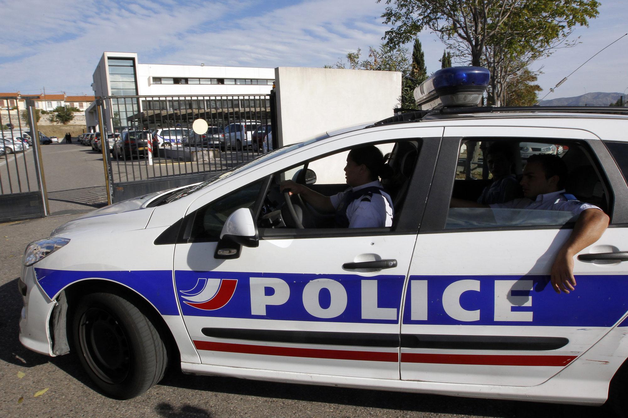 toulouse quatre policiers bless s percut s par une voiture vol e. Black Bedroom Furniture Sets. Home Design Ideas
