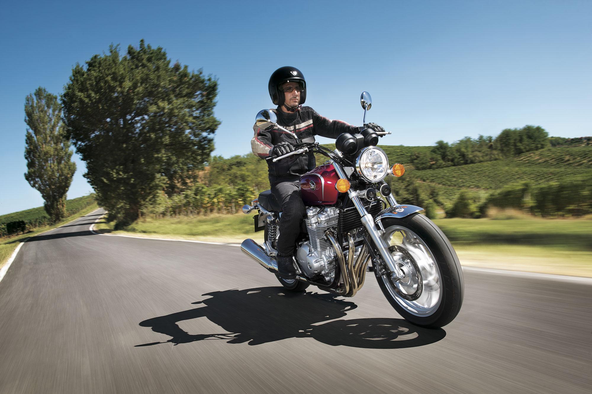 test moto honda cb 1100 nouvelle four n e. Black Bedroom Furniture Sets. Home Design Ideas