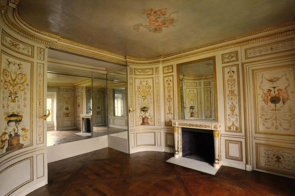 marie antoinette un boudoir en perdre la t te. Black Bedroom Furniture Sets. Home Design Ideas