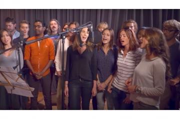 Ouragan Irma : le casting des Mystères de l'amour chantent pour Saint-Martin