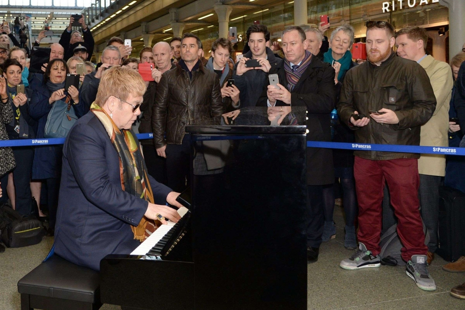 a st pancras londres elton john petit concert surprise la gare. Black Bedroom Furniture Sets. Home Design Ideas