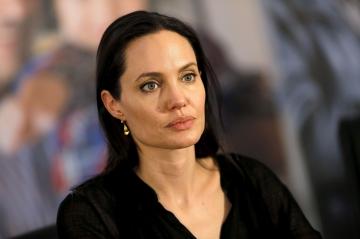 """Angelina Jolie serait en pleine """"agonie"""""""