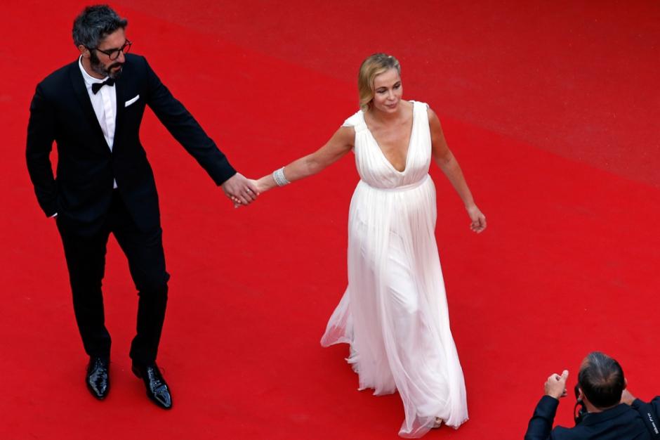 Cannes 2015 Le Buzz De La Croisette De L Amour Sur Tapis Rouge Des Chiens L Honneur