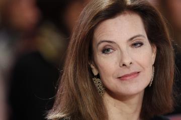 """L'invitée de """"Vivement Dimanche"""" - Carole Bouquet sur le canapé rouge de Drucker"""
