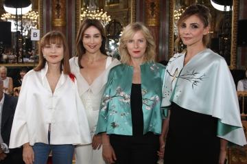 Isabelle Huppert, Karin Viard... Bal des actrices au défilé Lan Yu