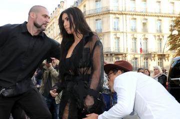 Un déséquilibré agresse Kim Kardashian à Paris...Voir photos
