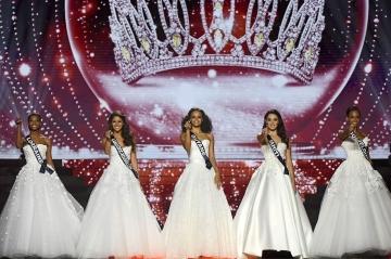 """Miss France 2018: Un hommage à Johnny Hallyday sur """"Je te promets"""""""