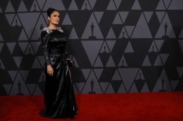 """Salma Hayek dénonce Weinstein, """"son monstre"""""""