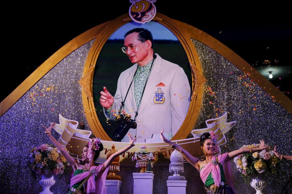 Bhumibol adulyadej br ve sortie d 39 h pital pour le roi de tha lande - Le roi du matelas recrutement ...