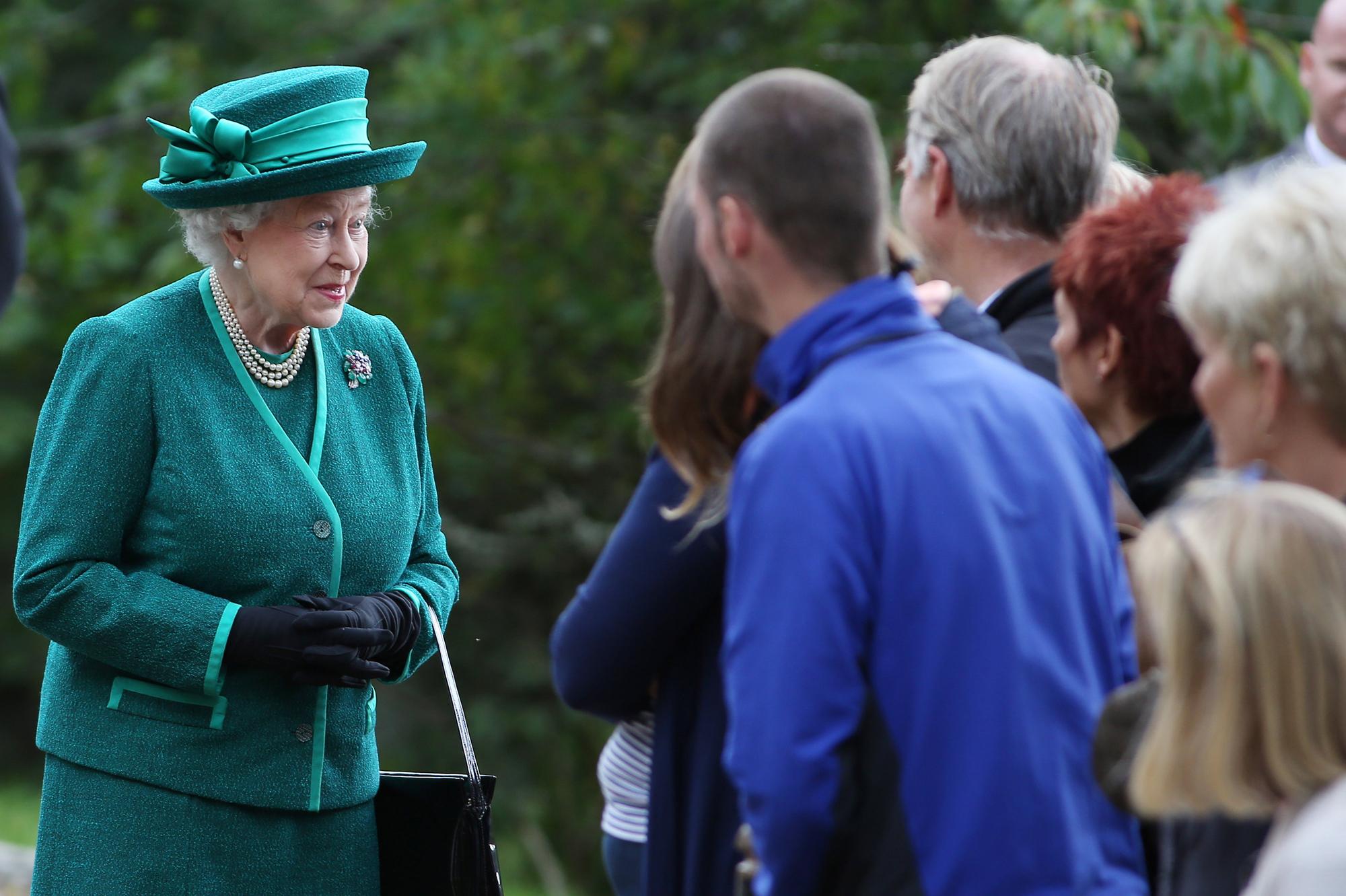 la reine sort de son sacro saint silence comment la famille royale se bat pour l ecosse. Black Bedroom Furniture Sets. Home Design Ideas