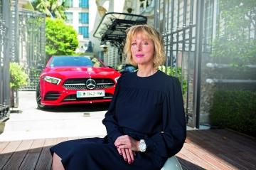 """Mercedes A200 AMG Line et Karin Viard :""""La Classe A, c'est l'expression parfaite du luxe"""""""