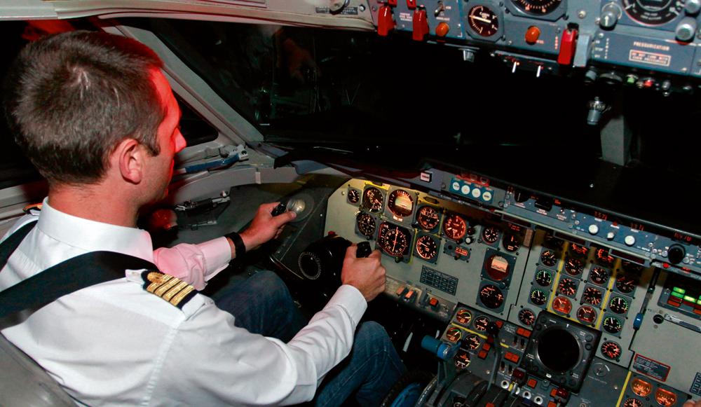 il y a un pilote dans l avion c est vous. Black Bedroom Furniture Sets. Home Design Ideas