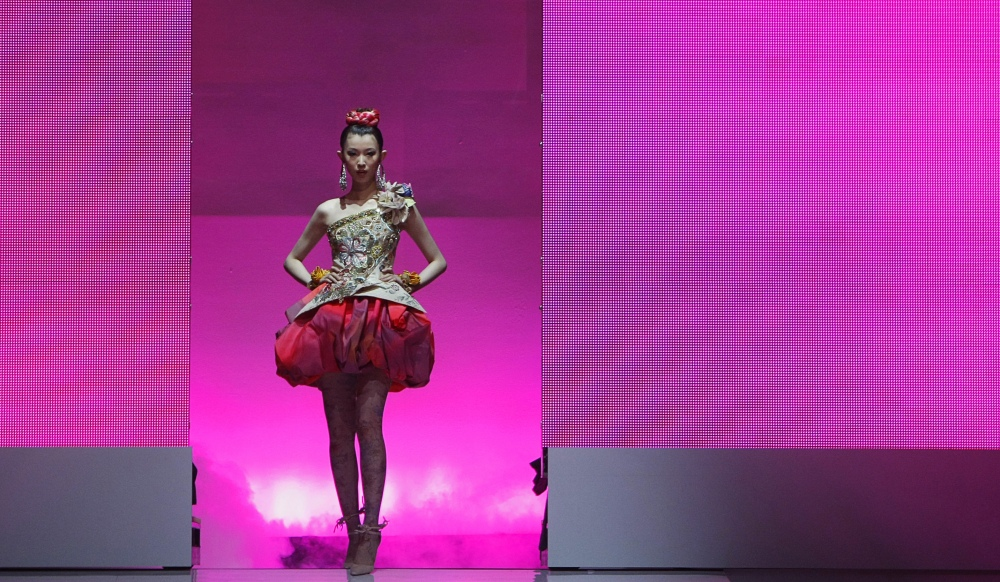 Christian lacroix baisse le rideau for Maison de la mode paris
