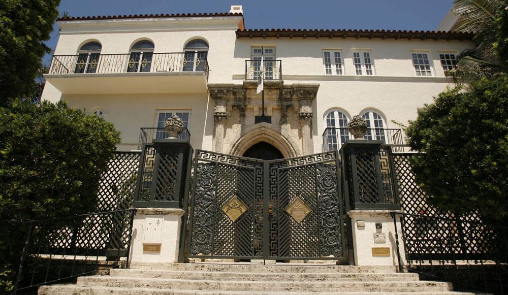 Versace la maison du drame en vente for 1313 la maison du cauchemar