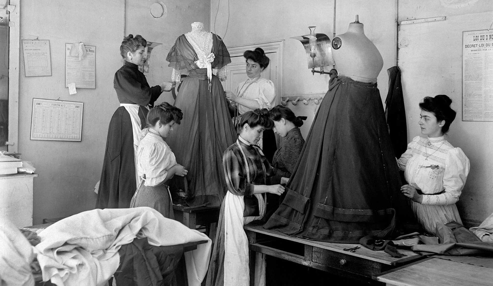 Paris haute couture 150 ans d histoire en un clin d il for Chambre de la haute couture