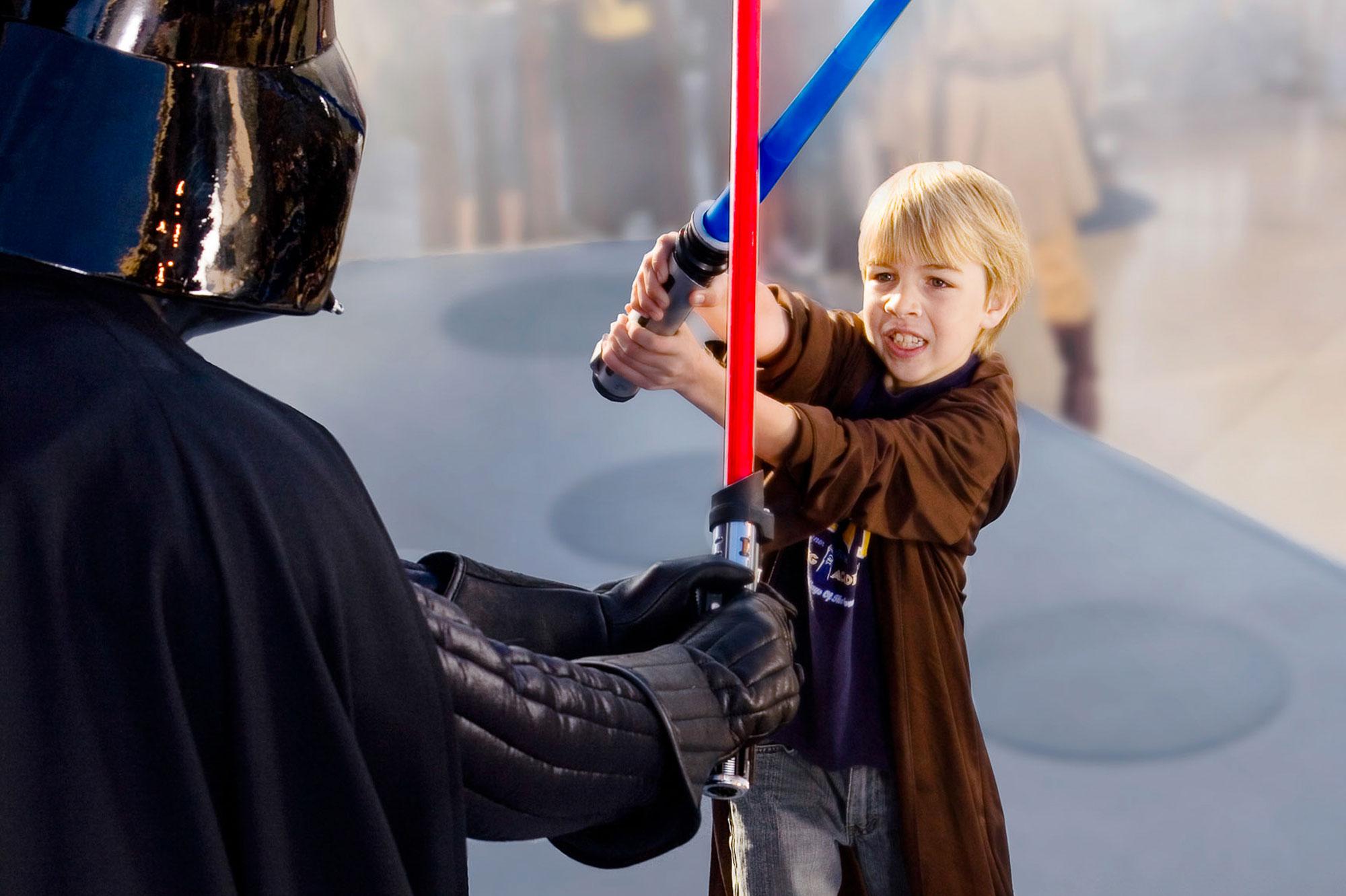 Projet d'achat - Page 20 A-Disneyland-Paris-devenez-un-Jedi