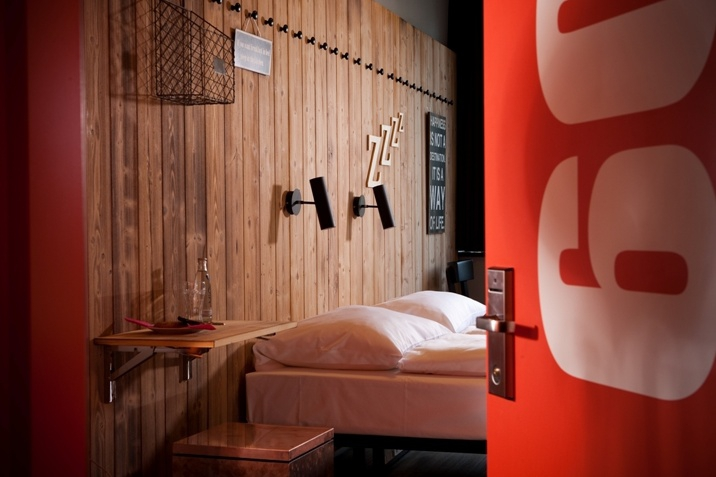 design branch et bon march generator hostel auberge. Black Bedroom Furniture Sets. Home Design Ideas