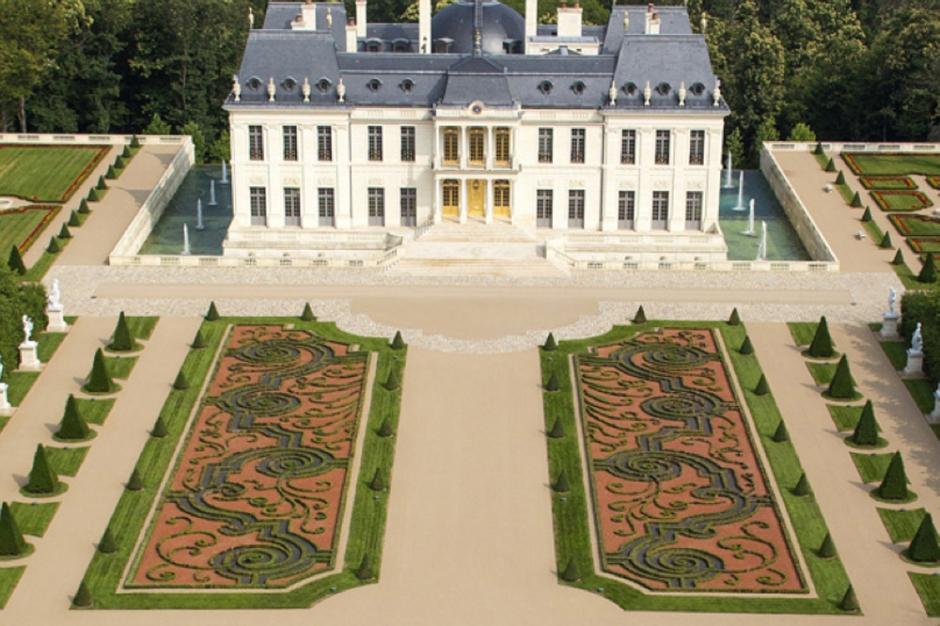 acquise en septembre dernier un ch teau 275 millions d 39 euros. Black Bedroom Furniture Sets. Home Design Ideas